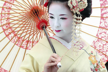 Elegant Maiko with umbrella