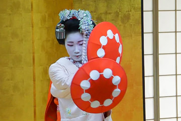 Maiko dinner show and dance Kyoto
