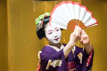 Maiko dancing with a fan